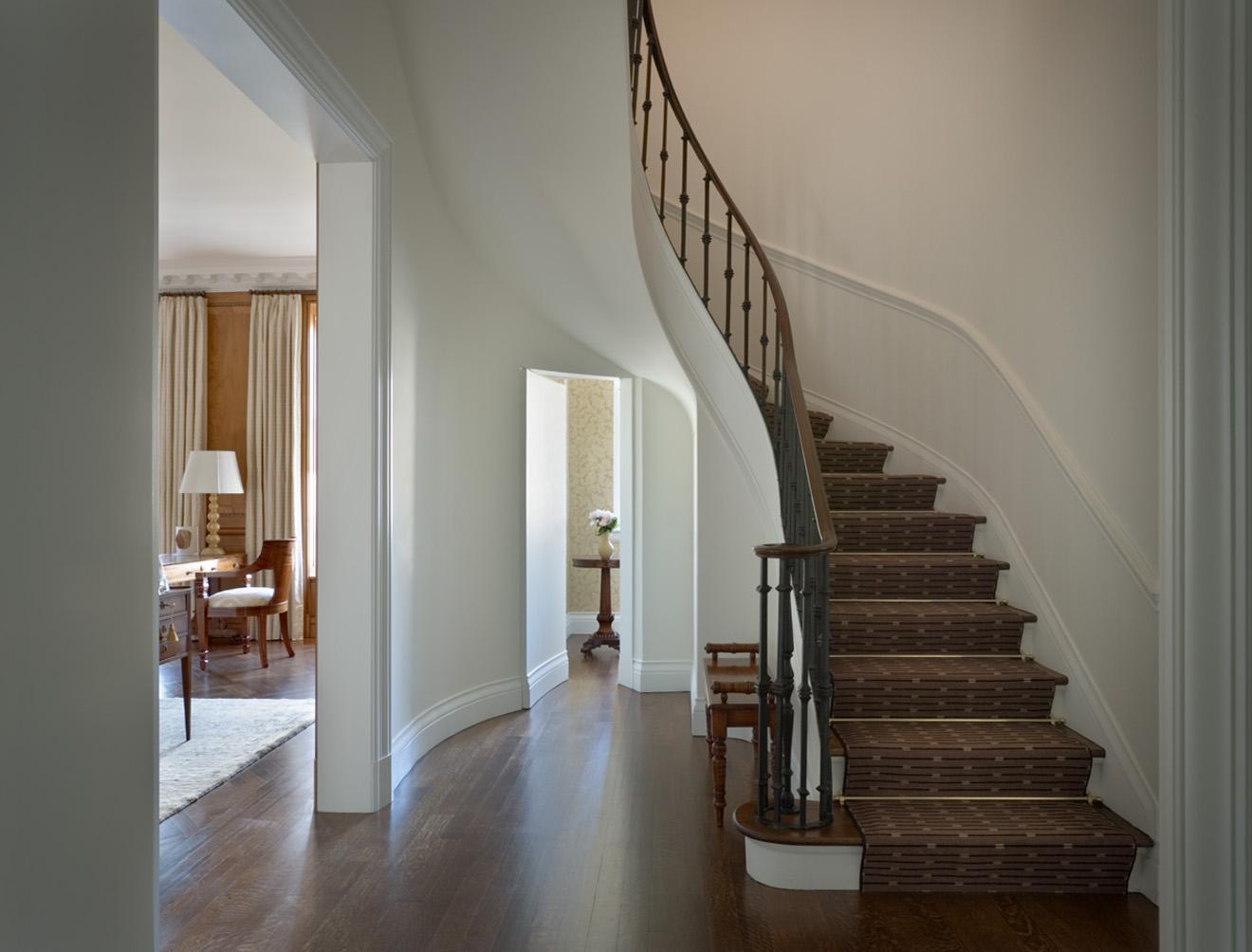 Stair hall. © Gomez Associates
