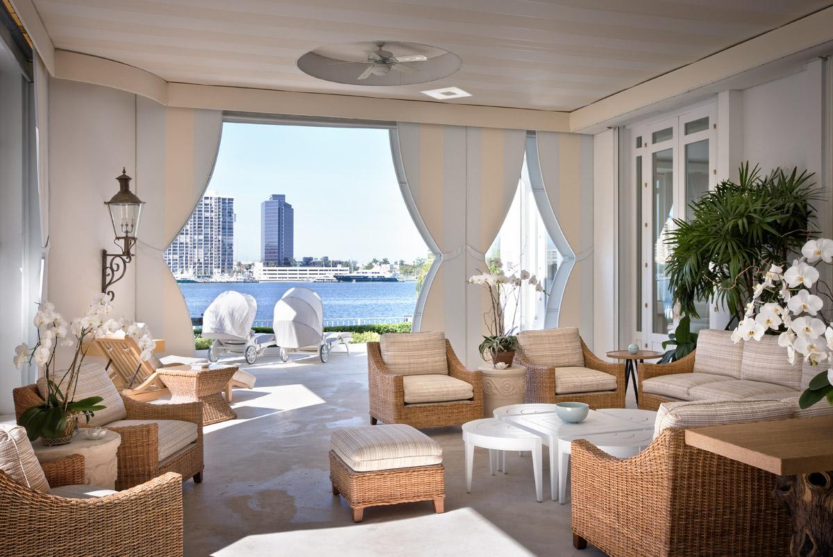 Outdoor living room. © Gomez Associates